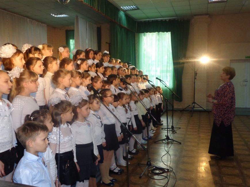 «Здесь улыбка в каждой ноте» - в Красноармейске прошел отчетный концерт юных дарований музыкальной школы имени Н. Д. Леонтовича (фото) - фото 9