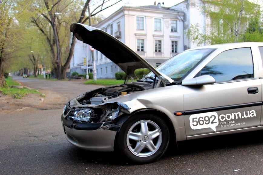 В Днепродзержинске в ДТП возле ДК имени Горького столкнулись Fiat и Opel (фото) - фото 2