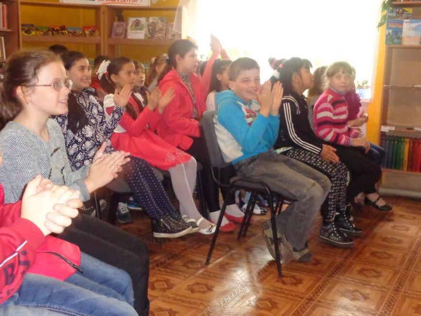«…В единстве и созвучье тонком ты отвечаешь за ребенка» - школьникам Красноармейска рассказали об их правах и обязанностях (фото) - фото 12