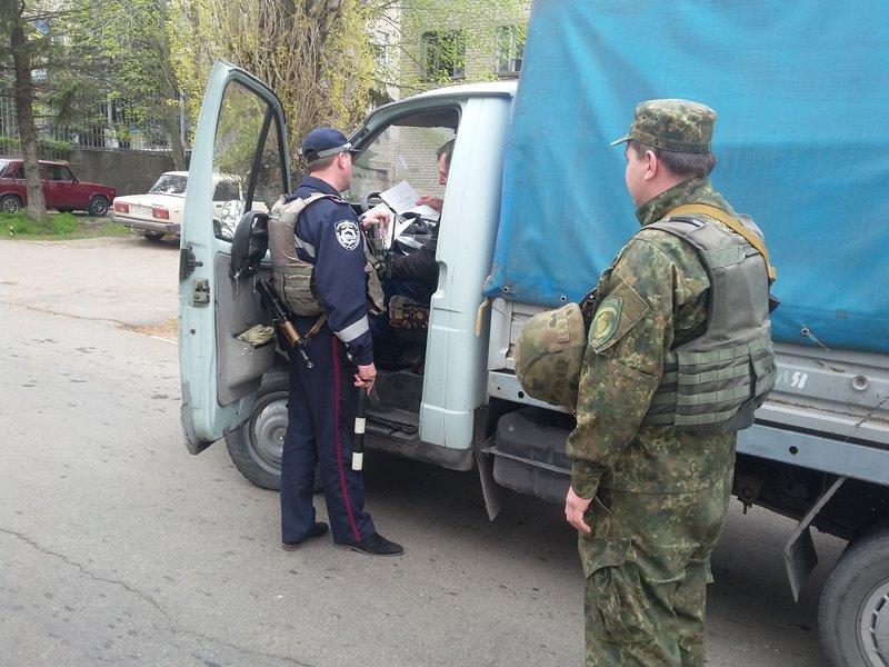 Улицы Мангуша каждый день будет патрулировать три полицейских на современных автомобилях (фото) - фото 1
