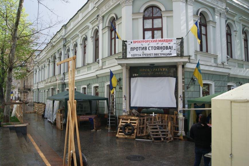 Одесские майданы мокнут под дождем, но не сдаются (ФОТО) (фото) - фото 1