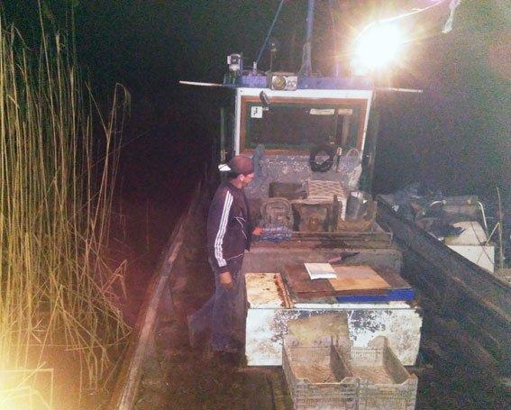 На акватории Полтавщины задержали промысловое рыболовецкое судно (фото) - фото 1
