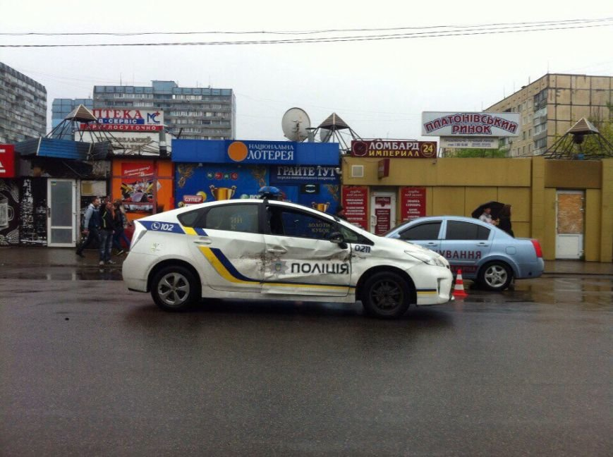 ДТП на ж\м Тополь: столкнулись полицейская Toyota и ВАЗ 2106 (ФОТО) (фото) - фото 1