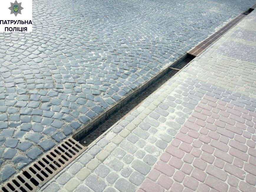 Чоловік, який крав металеві решітки в центрі Тернополя, каже, що робив це через борги (Фото), фото-3