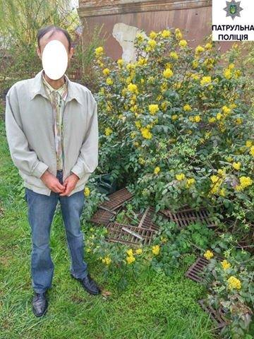 Чоловік, який крав металеві решітки в центрі Тернополя, каже, що робив це через борги (Фото), фото-1