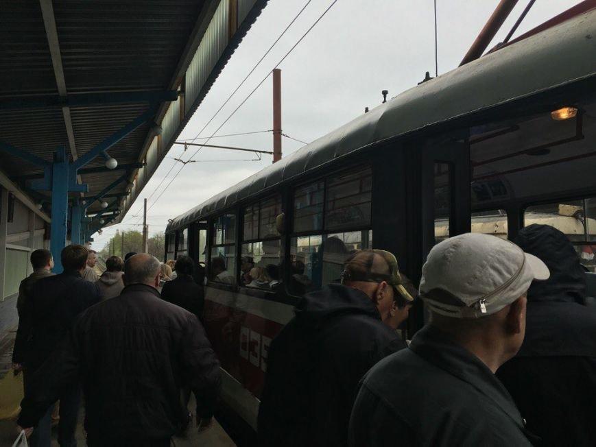 В Кривом Роге у скоростного трамвая на ходу отпало колесо (ФОТО) (фото) - фото 1