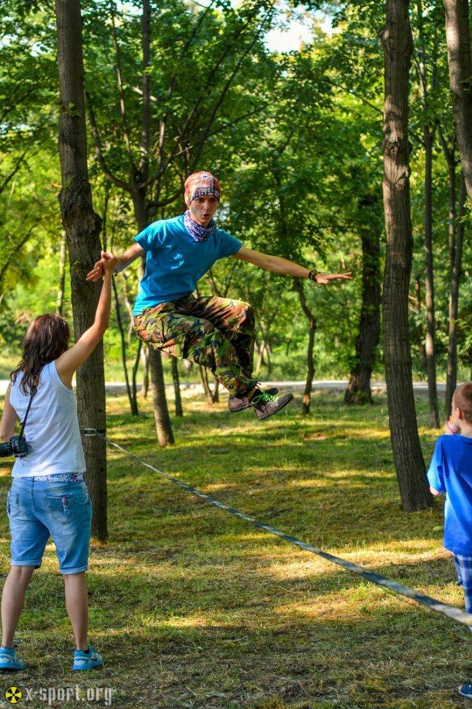1f871d9540b87a049df28a0798910ffe Искусство самоконтроля: Одесситы в парках по канатам прыгают