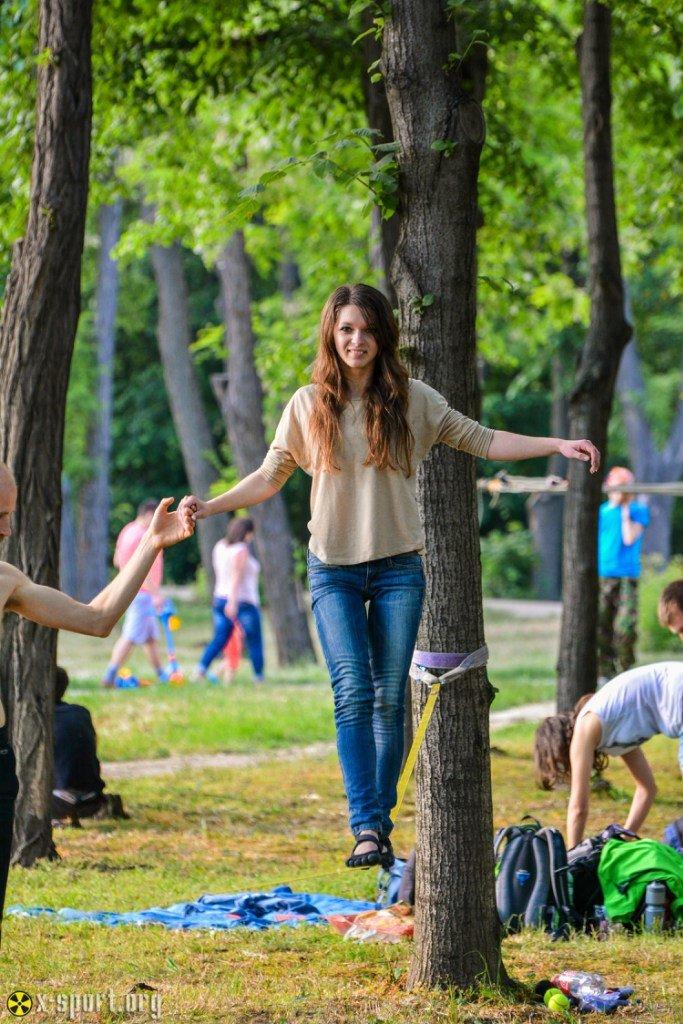 93737eb6c682addf780391523d4577e8 Искусство самоконтроля: Одесситы в парках по канатам прыгают