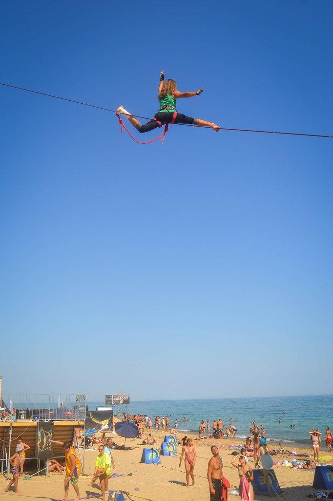 bd1ef10e9eea8c3f1786721cefc33b12 Искусство самоконтроля: Одесситы в парках по канатам прыгают