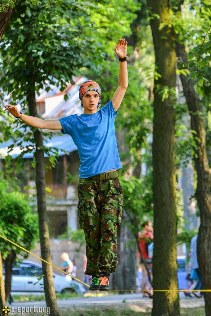 e9739ca7a5a9f3a74d219775269d3c76 Искусство самоконтроля: Одесситы в парках по канатам прыгают