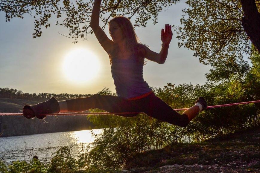 f812d55579babf59d5fe9ad0671bd2d6 Искусство самоконтроля: Одесситы в парках по канатам прыгают
