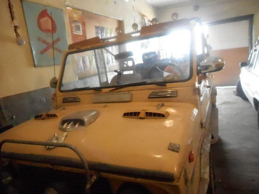 Херсонські волонтери ремонтують машину захисникам України (фото) (фото) - фото 1