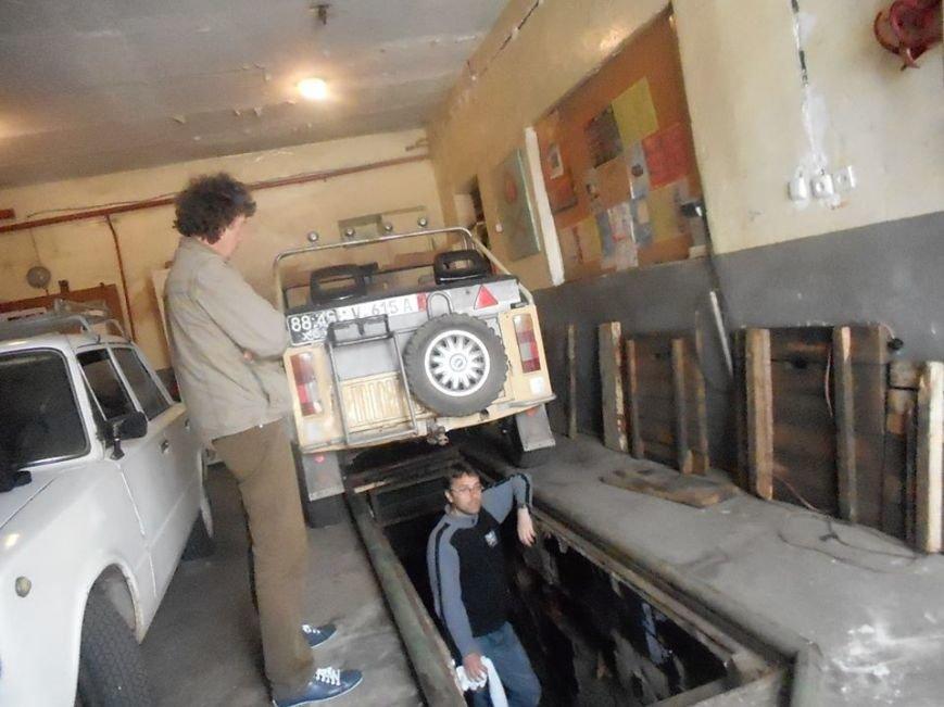 Херсонські волонтери ремонтують машину захисникам України (фото) (фото) - фото 2