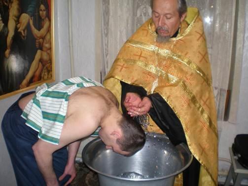 В СИЗО Бахмута провели обряд крещения осужденного (фото) - фото 1
