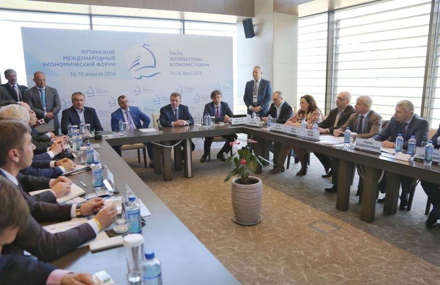 В рамках ЯМЭФ подписано соглашение о сотрудничестве между Федерацией спортивной борьбы Крыма и банком «Тальменка-банк» (ФОТО) (фото) - фото 1