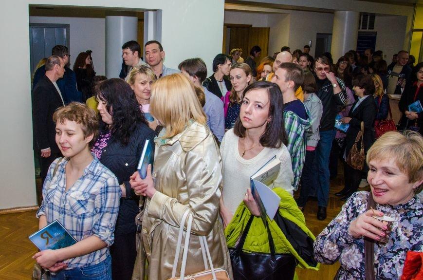 В Днепропетровске презентовали книгу известного блогера Павла Паштета  (ФОТО) (фото) - фото 7