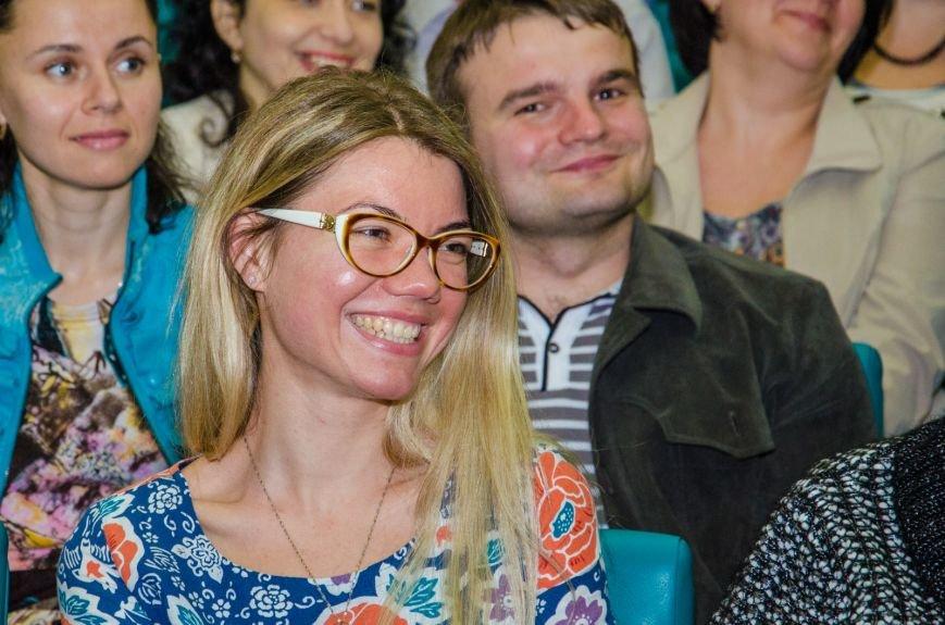 В Днепропетровске презентовали книгу известного блогера Павла Паштета  (ФОТО) (фото) - фото 5