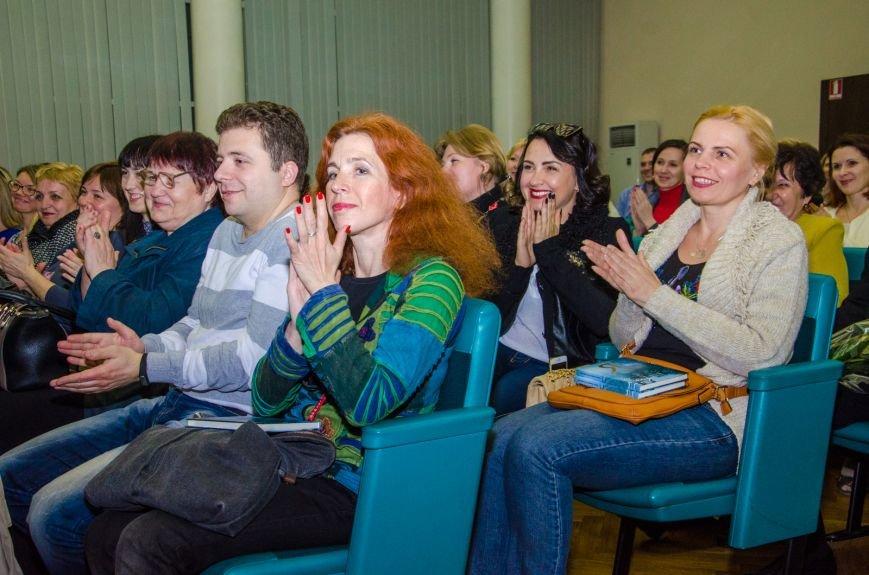 В Днепропетровске презентовали книгу известного блогера Павла Паштета  (ФОТО) (фото) - фото 4