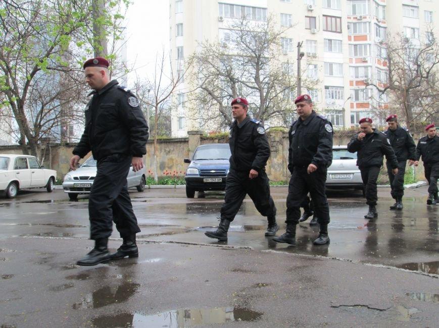 b021b0fdbb1e184f7b39784b46abc5a5 Одесским полицейским пустили кровь