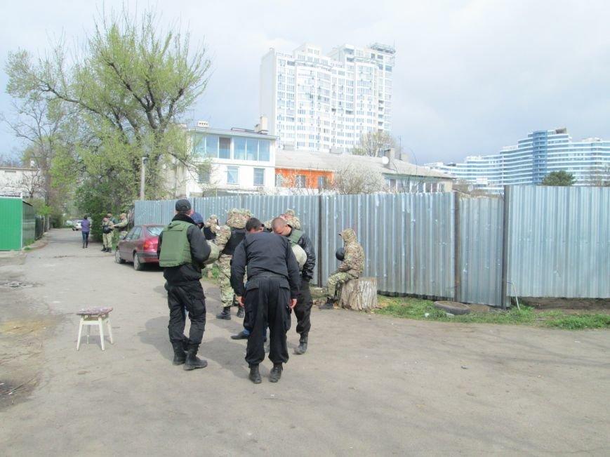 d154447c3b215e204209c9e9117f4902 В одесском парке продолжается силовое противостояние