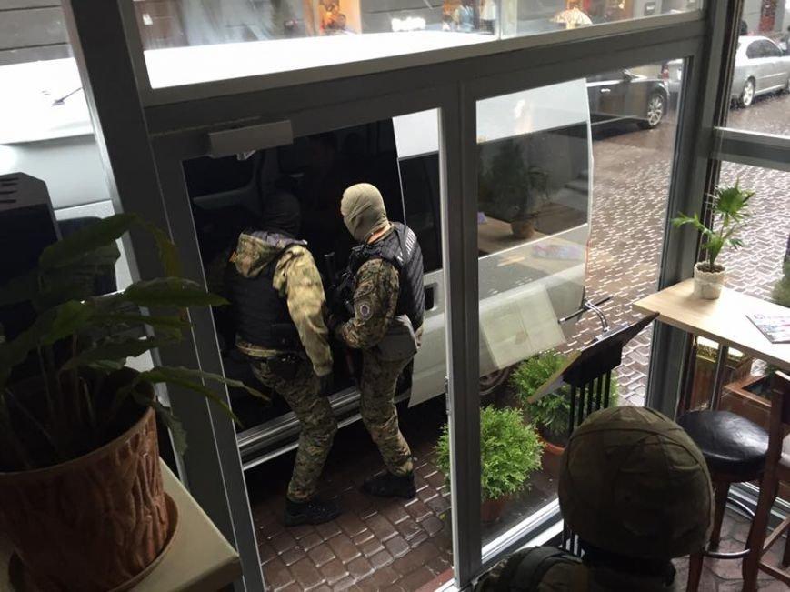 В Киеве задержали криминального авторитета при попытке дать взятку чиновнику Нацполиции (ФОТО), фото-1