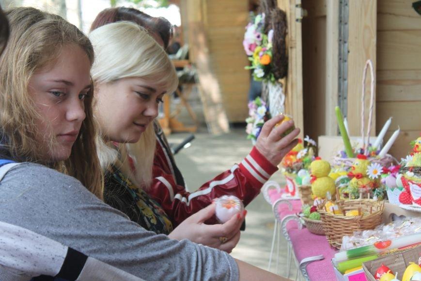 """""""Сакура-фест"""" в Ужгороді: яйця, діти і вино, фото-1"""