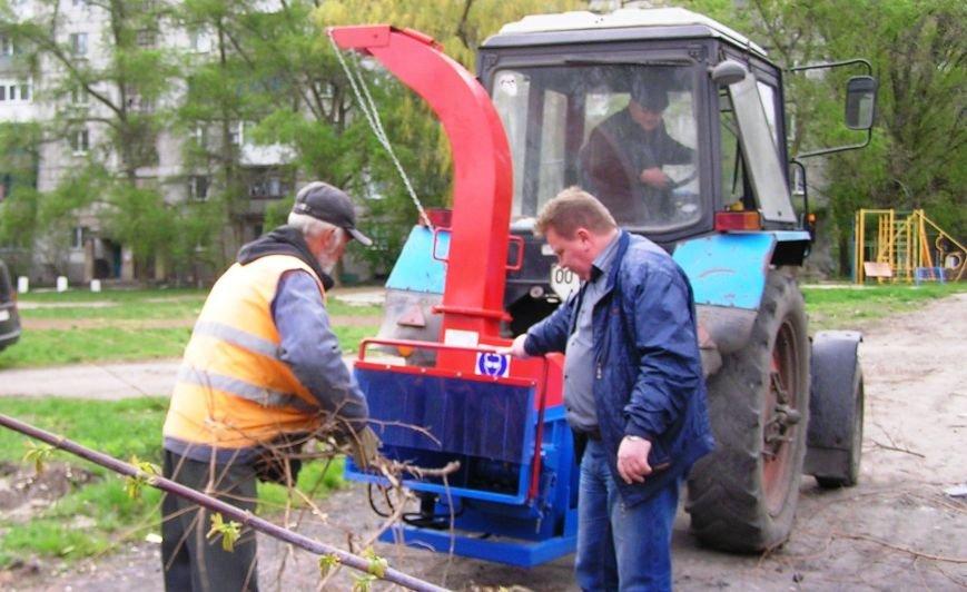 Авдеевские коммунальщики радуются полезному приобретению (ФОТО) (фото) - фото 1