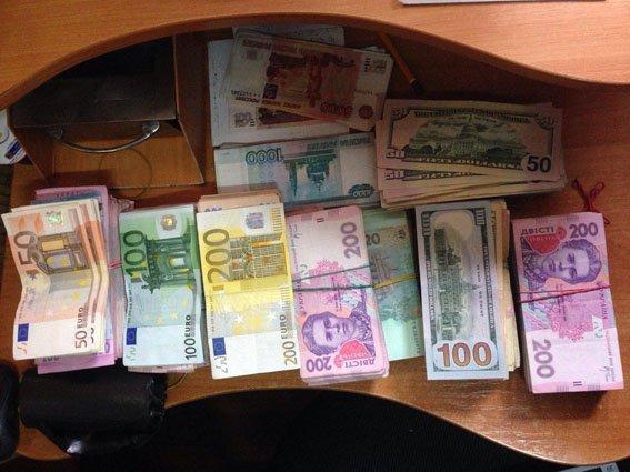 В Мариуполе ликвидировали нелегальный обменник (ФОТО) (фото) - фото 1