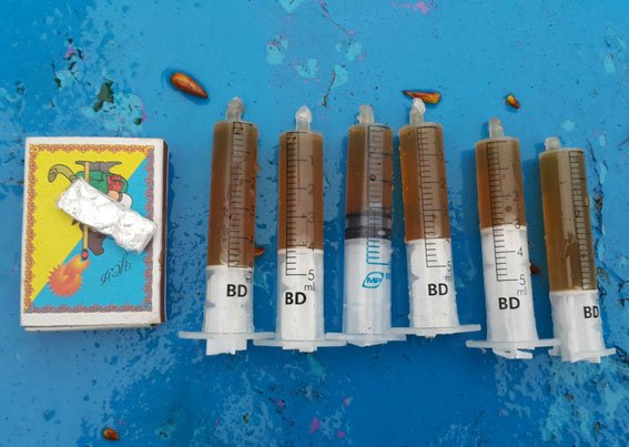 В Кременчуге наркодиллеры оставляли для «клиентов» метадон и «ширку» на клумбах (ФОТО) (фото) - фото 2