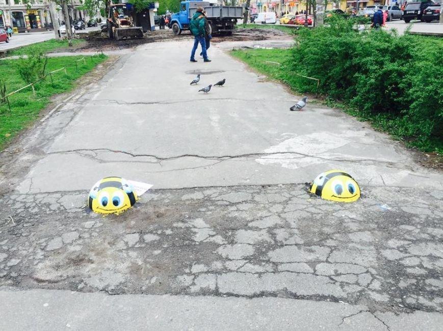 В Киеве на Валах установили ограничительные полусферы (ФОТОФАКТ), фото-1