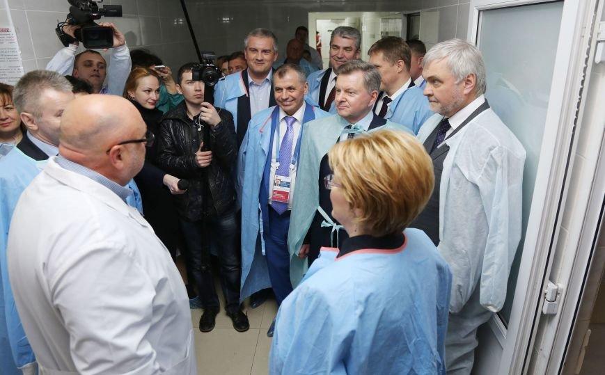 Аксёнов и Министр здравоохранения РФ посетили городскую больницу в Ливадии (ФОТО) (фото) - фото 1