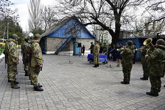 В Мариуполе бойцы из Ивано-Франковска за месяц задержали 172 нарушителя (фото) - фото 1
