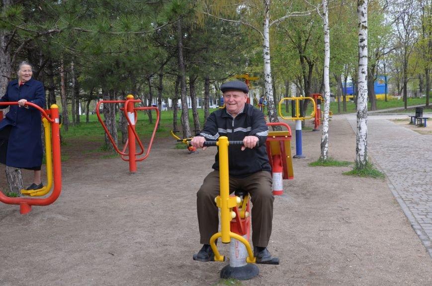 В Мариуполе пенсионеры оказались самыми активными посетителями тренажеров в парках (ФОТО+ВИДЕО), фото-2