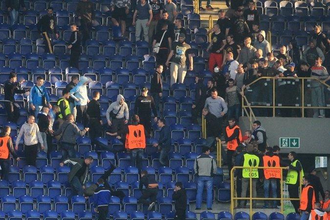На матче «Днепр» - «Металлист» подрались фанаты: как это было (ФОТО, ВИДЕО) (фото) - фото 2