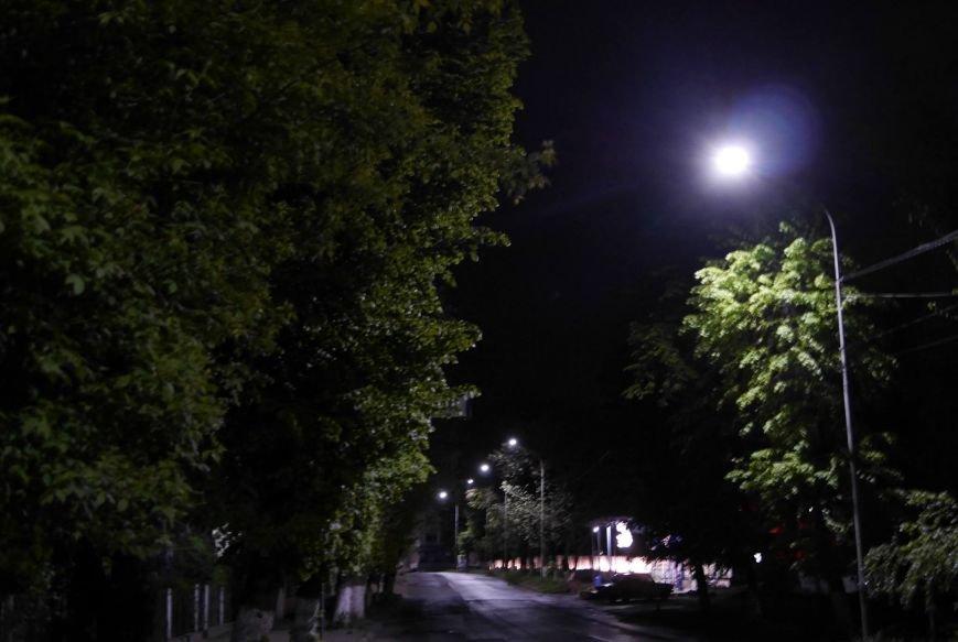 Сьогодні в Ужгороді встановили енергоощадні світлодіодні ліхтарі (фото) - фото 1