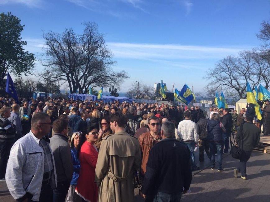ccf838354562c68a8367b36f60fb09ca Одесский майдан: Море людей, депутаты и бомба