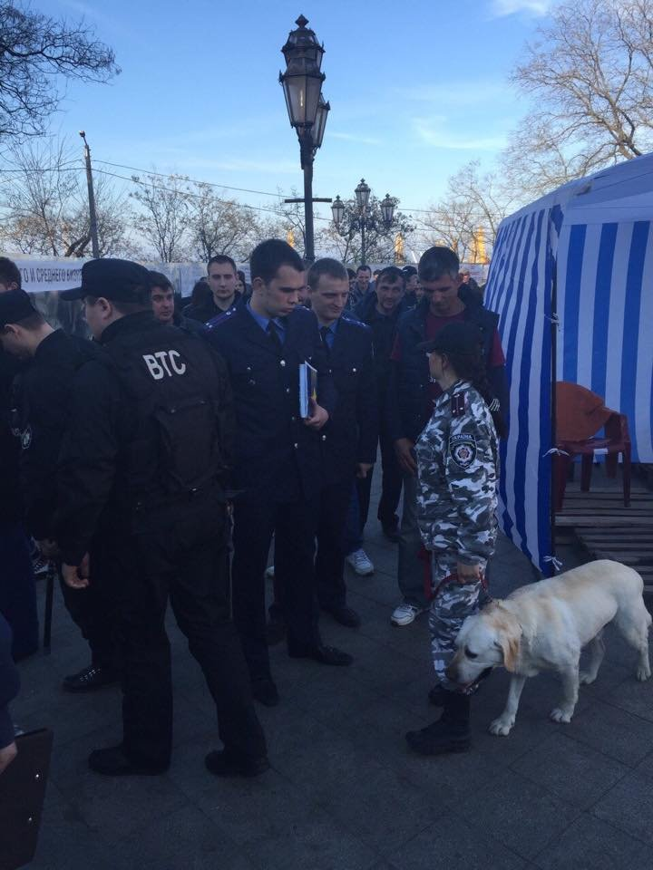 e3045793c1c567b83311a777763b2129 Одесский майдан: Море людей, депутаты и бомба