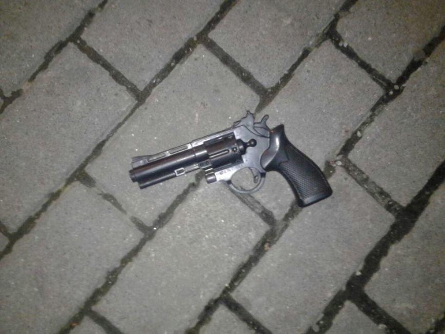 У Львові грабіжник розгулювався з іграшковим пістолетом thumbnail