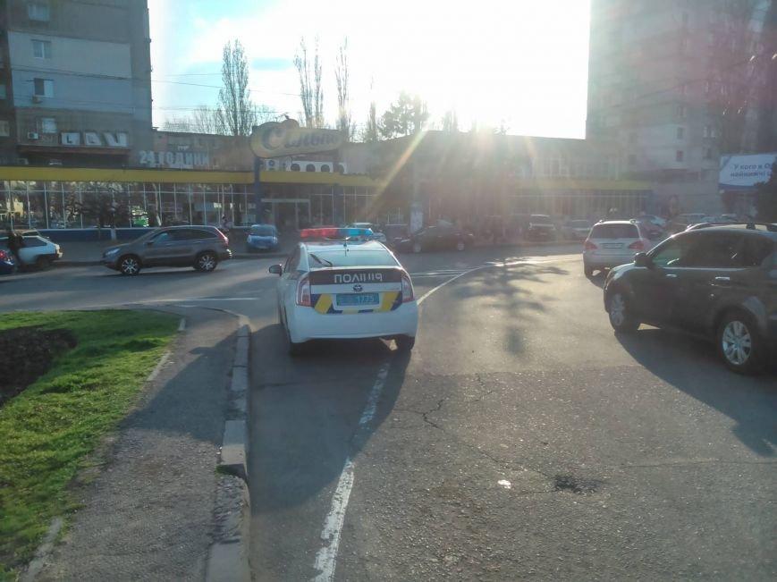 """16ee844b93621ac6ece70e5b57db4c68 Активисты """"Дорожного контроля"""" собрали коллекцию нарушений полицейскими в Одессе правил парковки"""