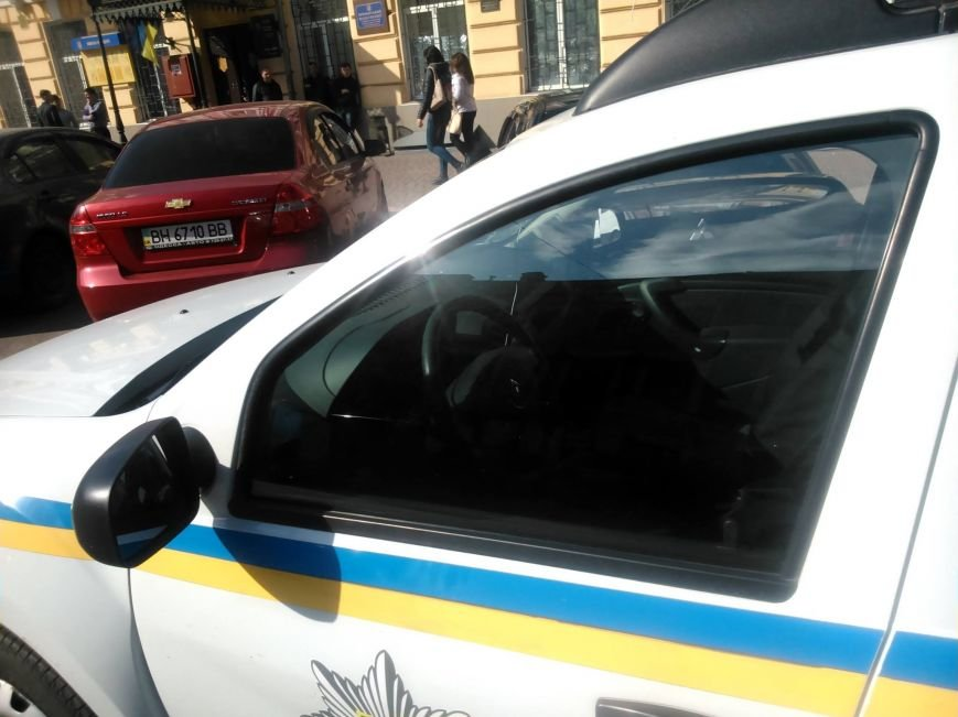 "2726b0bf8eb8bad3953991828b08dd4e Активисты ""Дорожного контроля"" собрали коллекцию нарушений полицейскими в Одессе правил парковки"