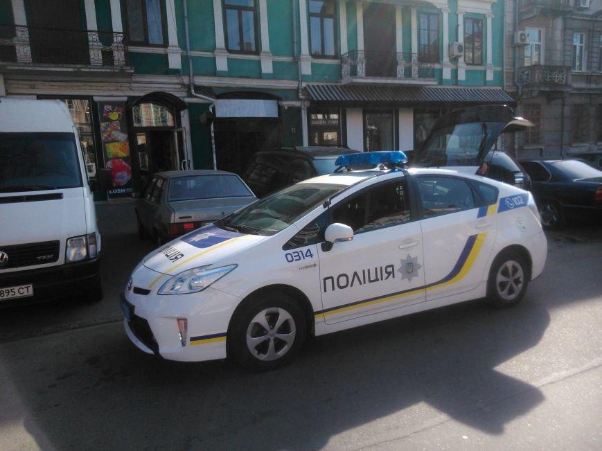 "2e6d9ae81fa15abf5ec7e6663e037a6c Активисты ""Дорожного контроля"" собрали коллекцию нарушений полицейскими в Одессе правил парковки"