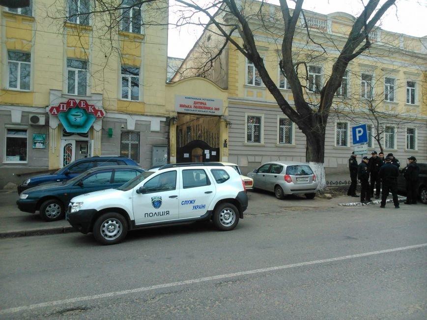 """40fe65c25b677446641d44c984c73e3c Активисты """"Дорожного контроля"""" собрали коллекцию нарушений полицейскими в Одессе правил парковки"""