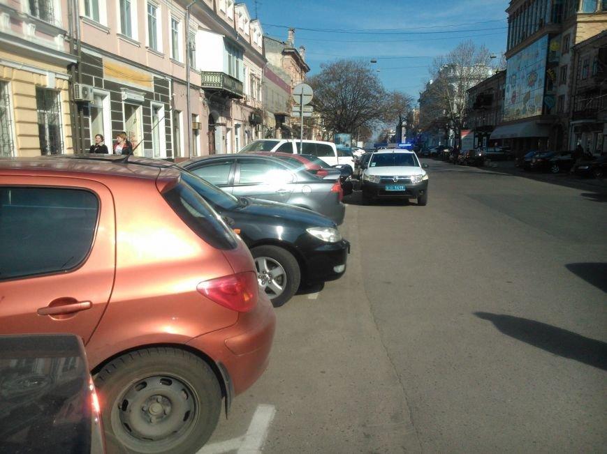 """49fb18cf71ae6baa3cf4afa9a5d8e44b Активисты """"Дорожного контроля"""" собрали коллекцию нарушений полицейскими в Одессе правил парковки"""