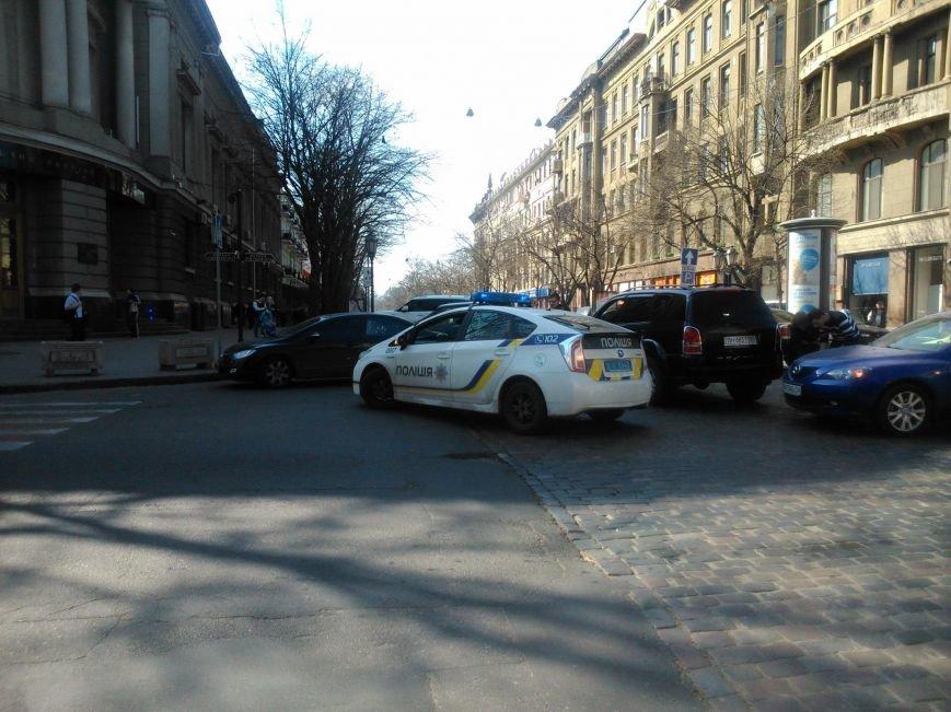 """51e5bdfb8961d3d714f9dd1a9ed78577 Активисты """"Дорожного контроля"""" собрали коллекцию нарушений полицейскими в Одессе правил парковки"""
