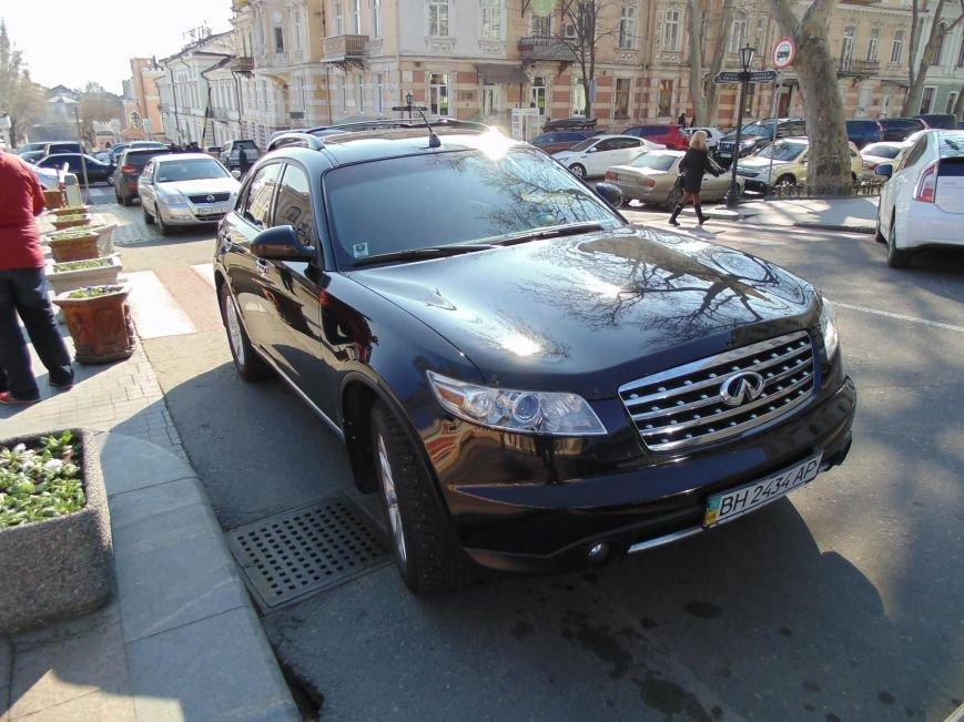 """52c76de6f87af9c1fe9caa8a0a5ef445 Активисты """"Дорожного контроля"""" собрали коллекцию нарушений полицейскими в Одессе правил парковки"""