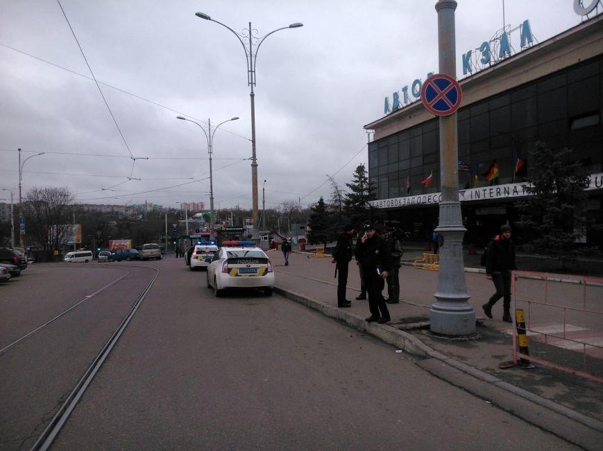 """5f931bdbe4cf55a5c20cf327217f7769 Активисты """"Дорожного контроля"""" собрали коллекцию нарушений полицейскими в Одессе правил парковки"""