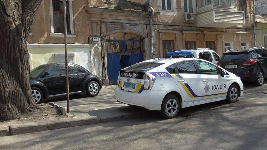 """602a2dfeab2b0e1881bce8464a8ad733 Активисты """"Дорожного контроля"""" собрали коллекцию нарушений полицейскими в Одессе правил парковки"""