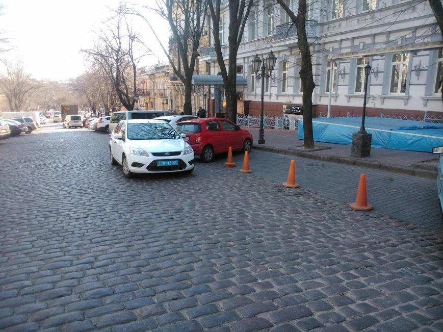 """728dd86de33f8810f2643d5a664374c7 Активисты """"Дорожного контроля"""" собрали коллекцию нарушений полицейскими в Одессе правил парковки"""
