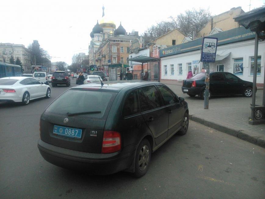 """ec1203a24ea2ead41b93d1c201a7a48f Активисты """"Дорожного контроля"""" собрали коллекцию нарушений полицейскими в Одессе правил парковки"""