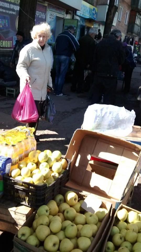Мойва, семена, искусственные цветы и корзины: что продают в Кривом Роге в местах стихийной торговли (ФОТО), фото-5